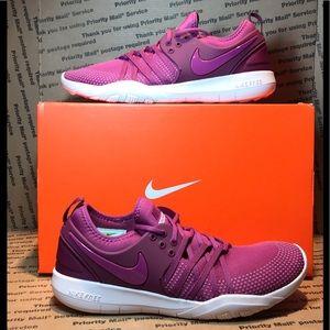 **NIB**  Nike Free TR7 Berry Color SZ 10 Must See